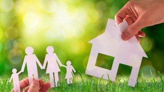 О предоставлении долгосрочных целевых жилищных займов специалистам, имеющим профессиональные заслуги