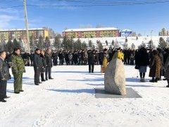 В городском парке Осинников установили и освятили закладной камень в основании скульптурной композиции «Мать, ждущая сына с войны»