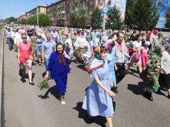 В день Святой Троицы в Осинниках прошла Божественная литургия и состоялся традиционный крестный ход