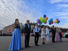 Для 177 выпускников осинниковских школ сегодня состоялся выпускной бал
